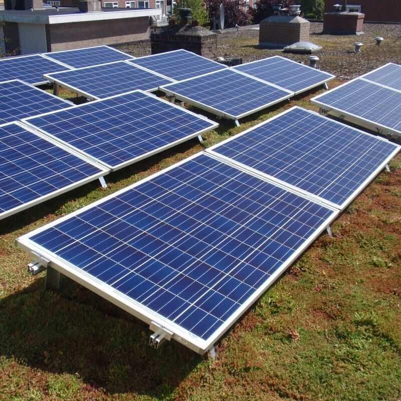 SolarPower zonnepanelen op een sedum dak