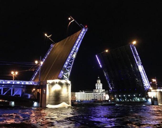 Ночной развод мостов