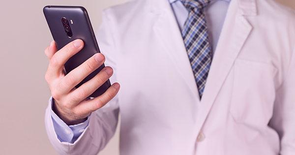 Confirmação de consultas: cuidados na hora de usar SMS e WhatsApp