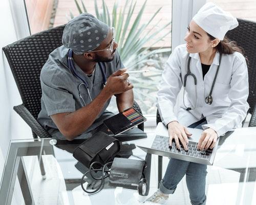5 Benefícios de Investir em Tecnologia e Inovação na Saúde