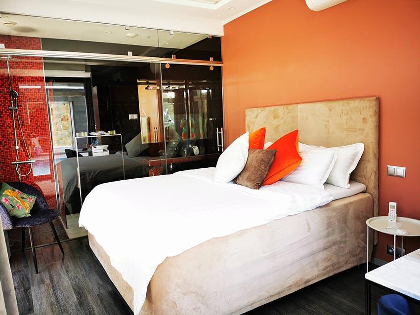 Red luxury bedroom