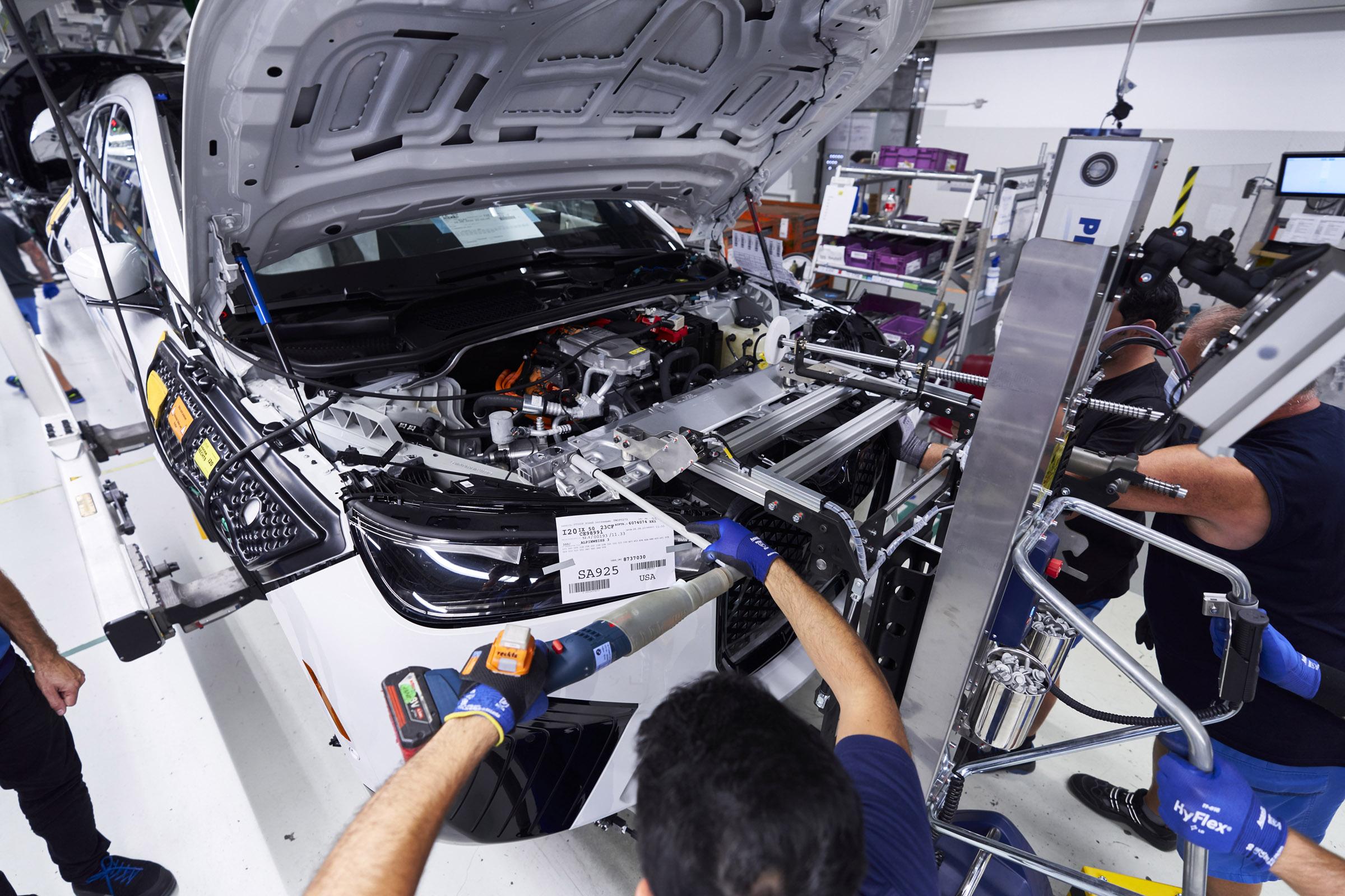 BMW iX Electric car manufacturing