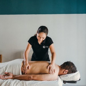Zen to Go masseur giving a in-home massage