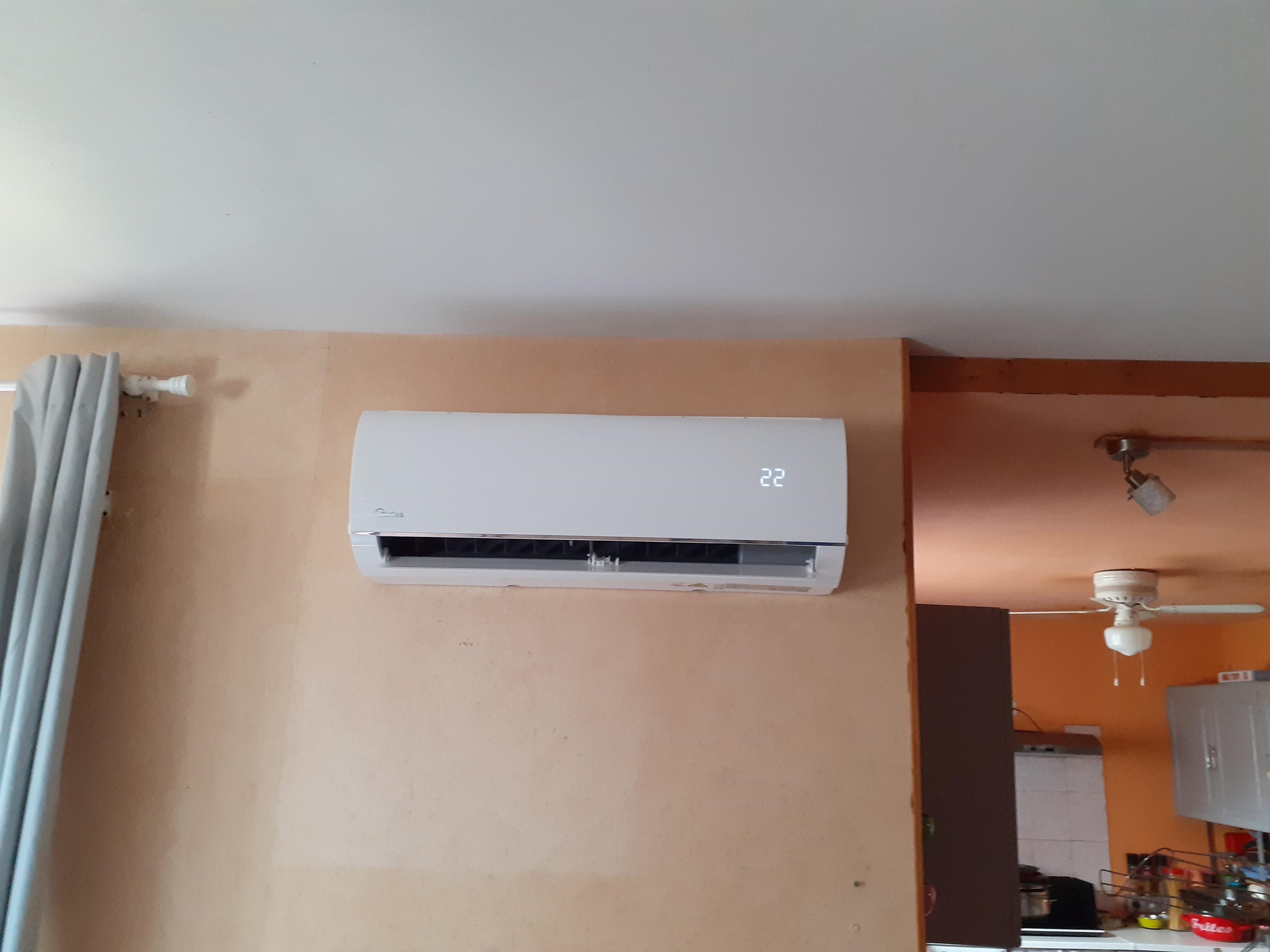Les pompes à chaleur améliorent le confort de vie : ces dernières peuvent rafraichir la température de votre maison en été tout comme la réchauffer en hiver.  Tout ceci dans une démarche écologique car les pompes à chaleur s'alimentent grâce à des ressources respectueuses de l'environnement (fluide écologique R32)