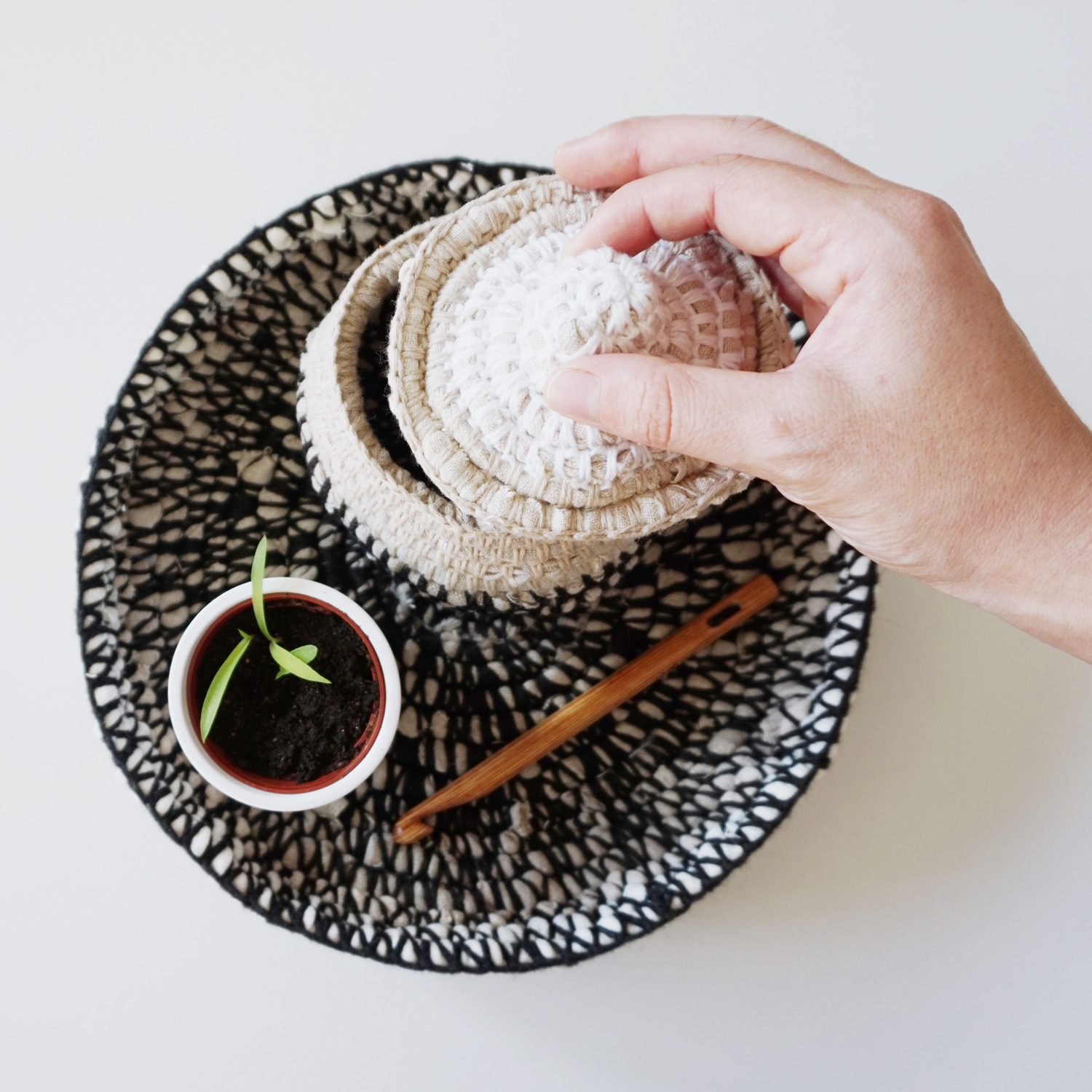 An unusual decorative plate, crocheted from fabric scraps and recycled yarn. A perfect base to style your favorite decor with.