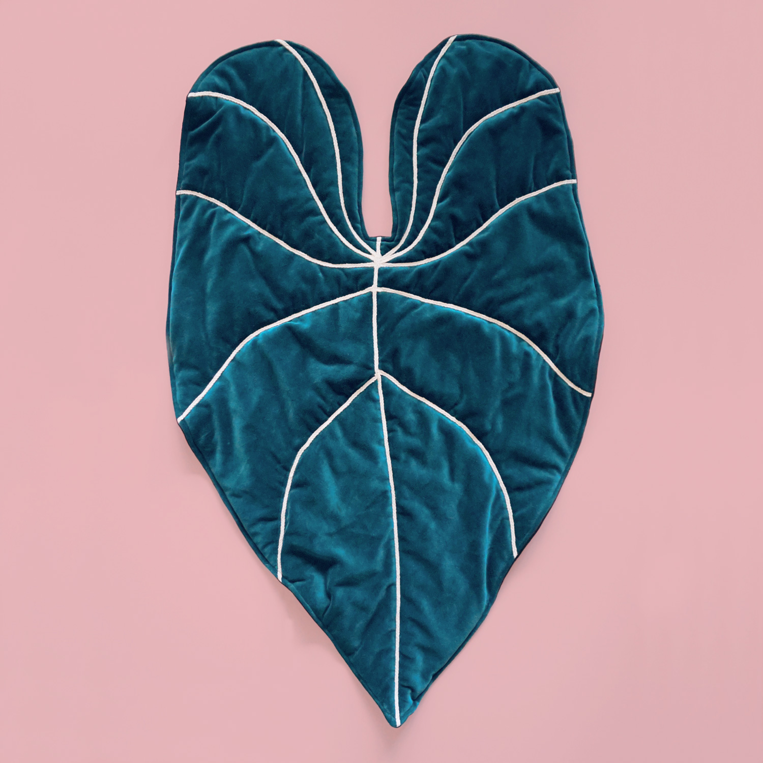 A velvety soft quilted mat in the shape of an alocasia leaf. Perfect as a baby play mat or base for a cozy reading nook.