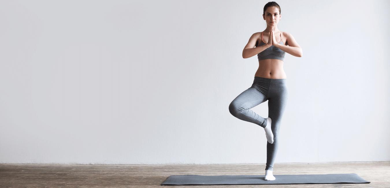 ¿Te llama la atención la práctica de yoga pero no sabes por dónde empezar? Aquí te dejamos un artículo enfocado a yoga para principiantes.