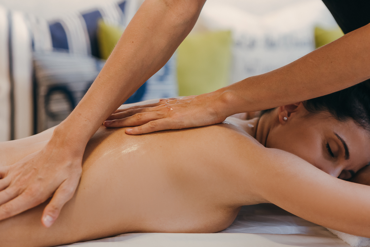 The relaxing massage at home gets the complete relaxation in your body and releases stress. Book yours in CDMX, Playa del Carmen and Cancun.