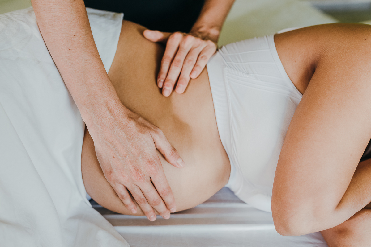 Prenatal home massage reduces your back pain, cramps and water retention. Book Yours at CDMX, Playa del Carmen and Cancun.