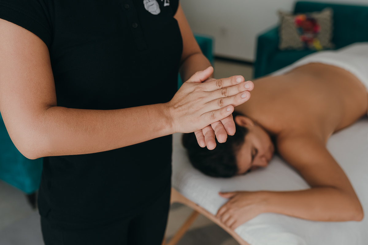 Couple's massage is a unique experience of relaxation, well-being and connection with your loved one. Book Yours in CDMX, Playa del Carmen and Cancun.