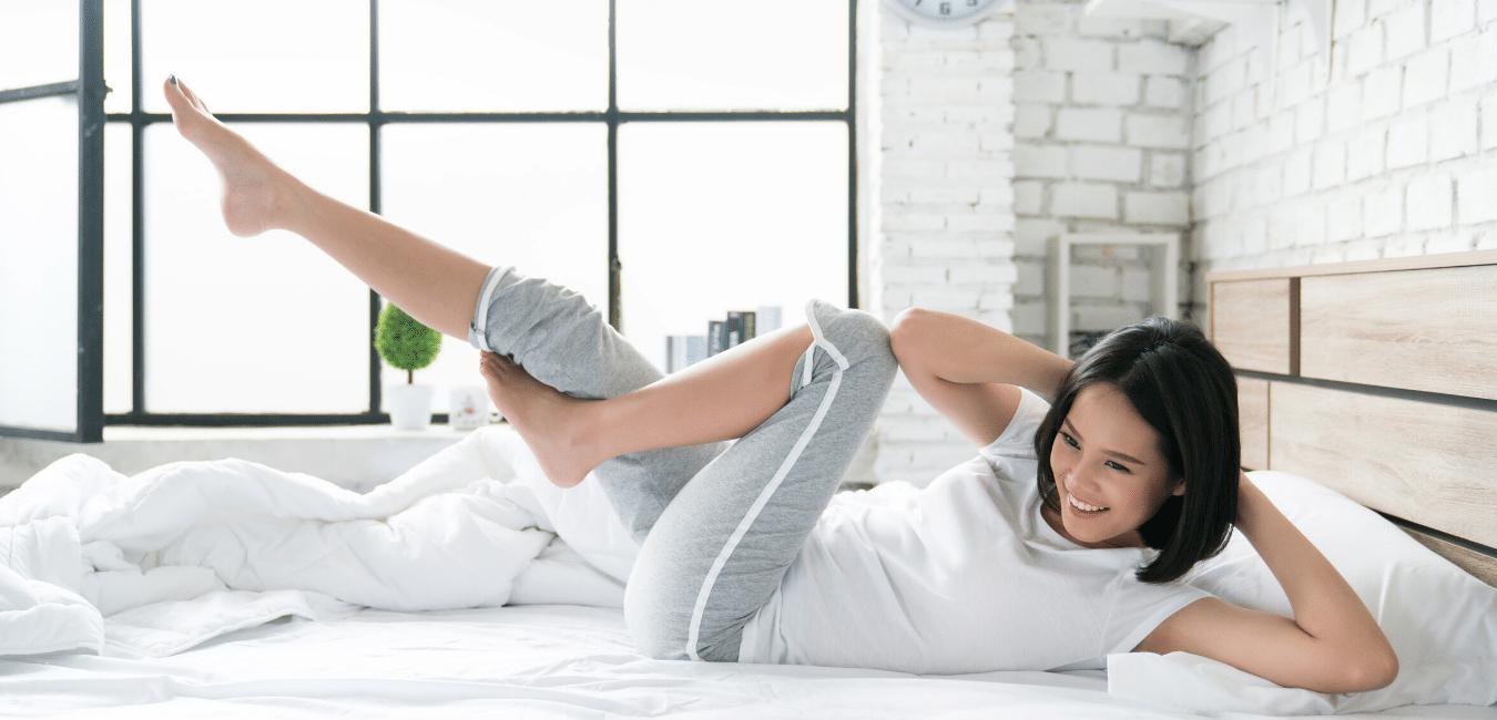 Mujer haciendo ejercicio en la mañana