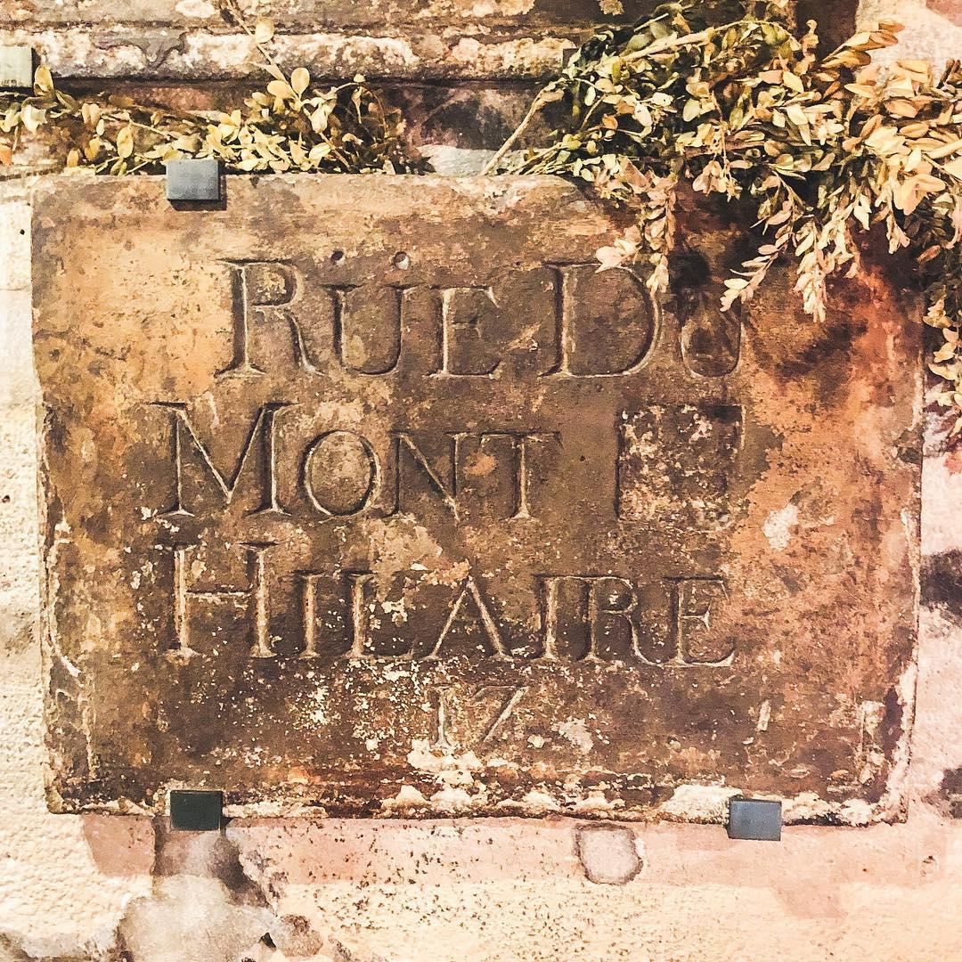 уличный знак 17 века