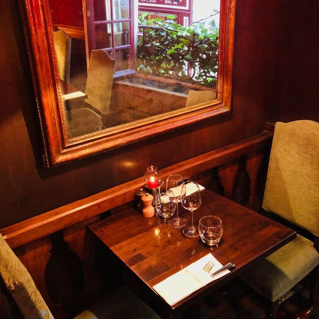 Интимный стол