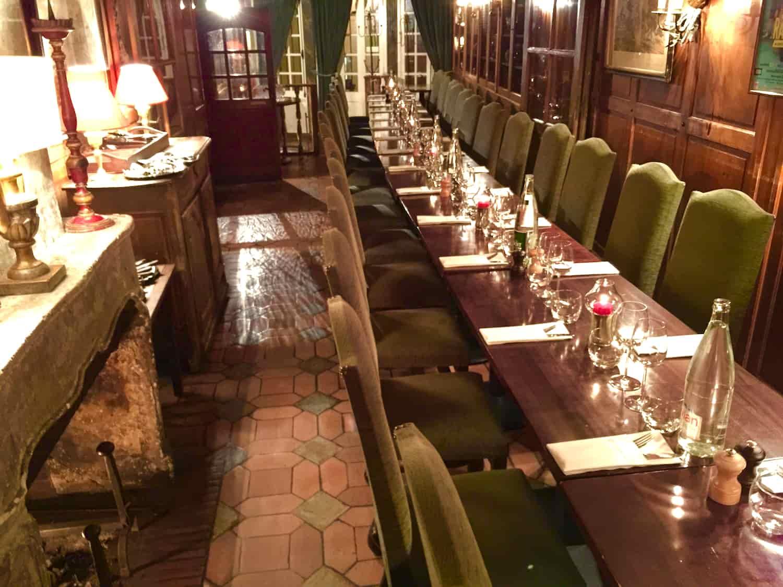 Grande table au restaurant Paris 5