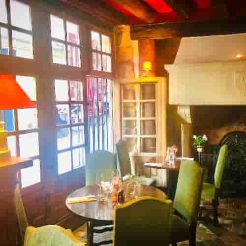 Bienvenue au Coupe-Chou. Restaurant situé dans le cinquième arrondissement de Paris. Quartier Latin.