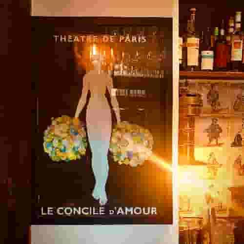 Cette affiche collector du Théâtre de Paris est accroché derrière le bar du Coupe-Chou depuis... toujours