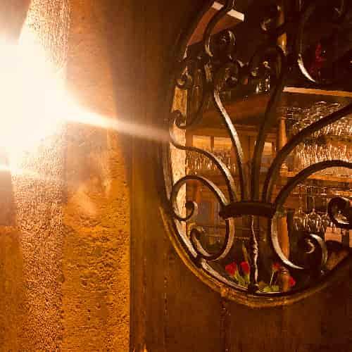 Grille du XVIIIe siècle de la porte du 1 impasse Chartière, l'une des portes du Restaurant Le Coupe-Chou.