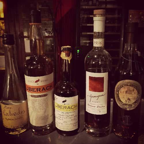 Une sélection d'alcools artisanaux pour le plaisir des plus exigeants.