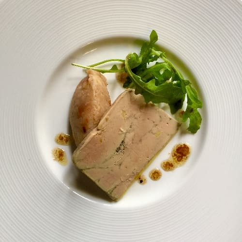 Terrine de Foie Gras réalisé à partir de foie du sud ouest et d'ingrédients de qualités.