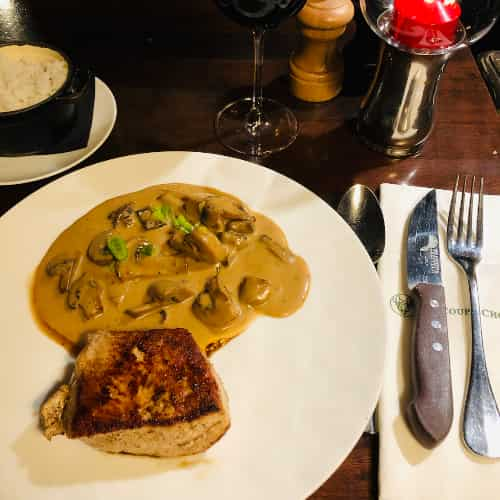 "Quasi de veau ""Hugo Desnoyer"" à la normande, Riz blanc. Un plat traditionnel et une viande d'exception."