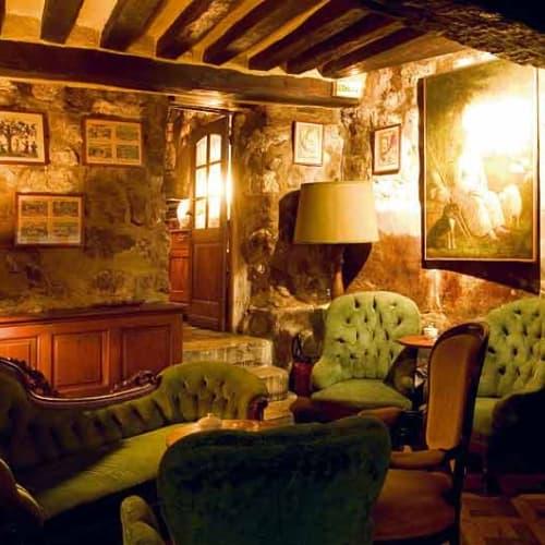 A la fin d'un dîner au Restaurant Le Coupe-Chou, n'oubliez pas de demander à votre serveur de passer dans le petit salon...