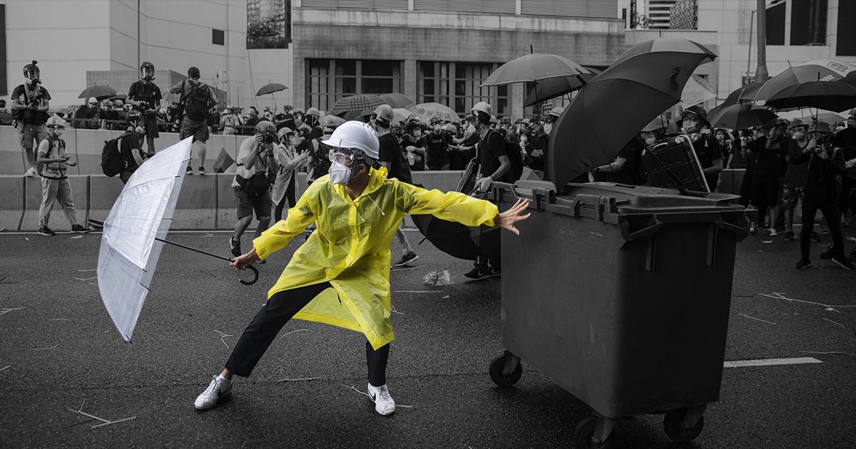 Hong Kong Protestors using pylons to put out tear gas