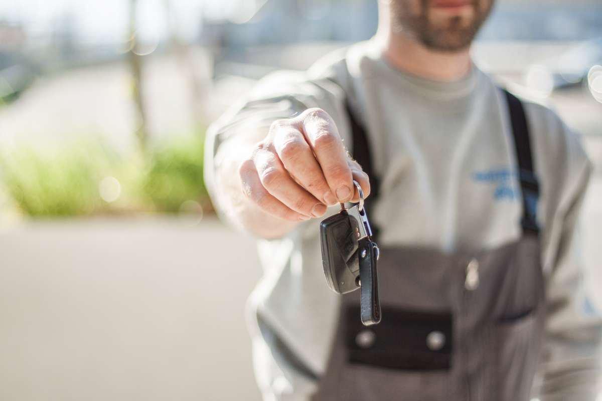 Je leent je auto uit aan een vriend of familie. Wat gebeurt er bij een ongeval?