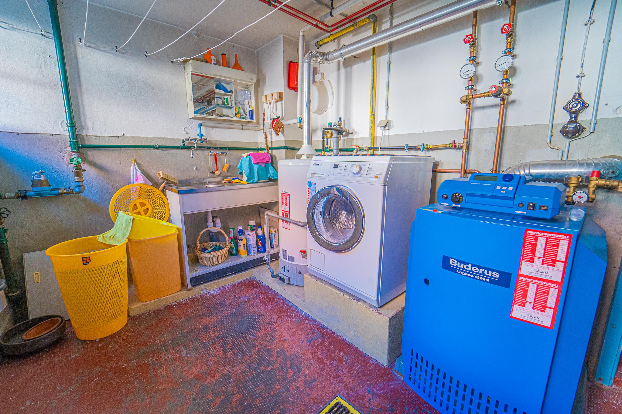 UG Waschen/Erdgaszentralheizung
