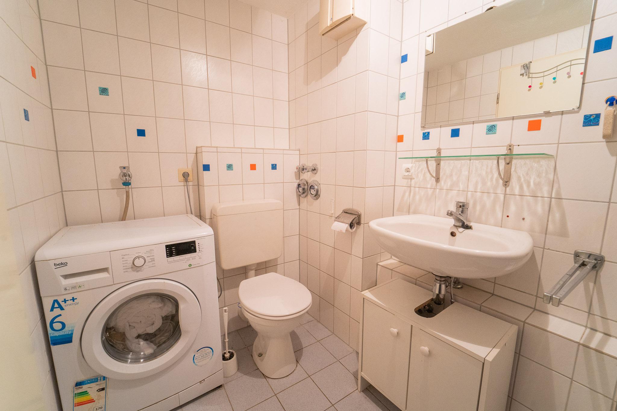Duschbad mit Waschmaschine DG