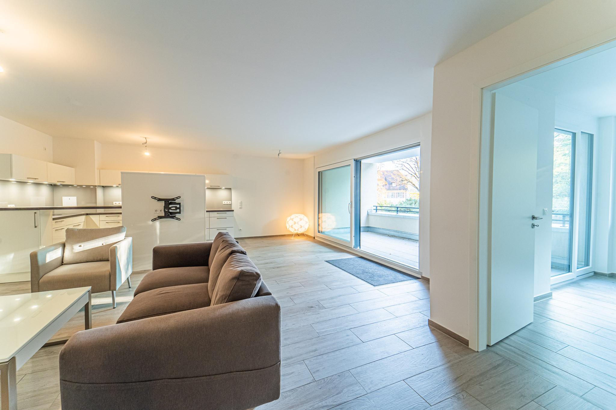 Neubau am Rhein! Elegante barrierefreie 3,5 Zi. Erdgeschoss-Wohnung mit Loggia, Lift und TG-Stellplatz am Adelberg in Rheinfelden per sofort zu vermieten