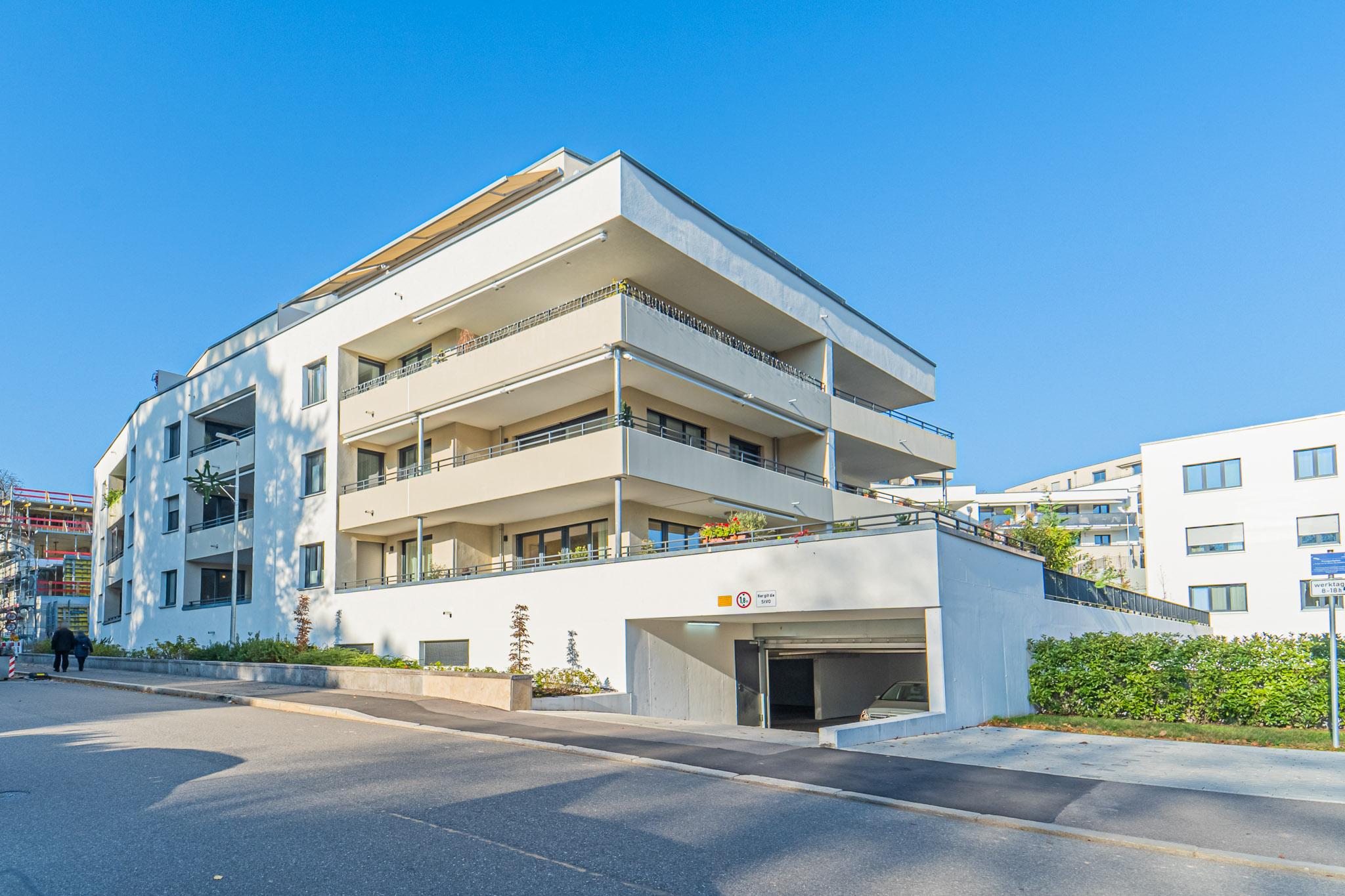 Zu vermieten: Neubau am Rhein! Elegante barrierefreie 3,5 Zi. Erdgeschoss-Wohnung mit Loggia, Lift und TG-Stellplatz am Adelberg in Rheinfelden per sofort zu vermieten