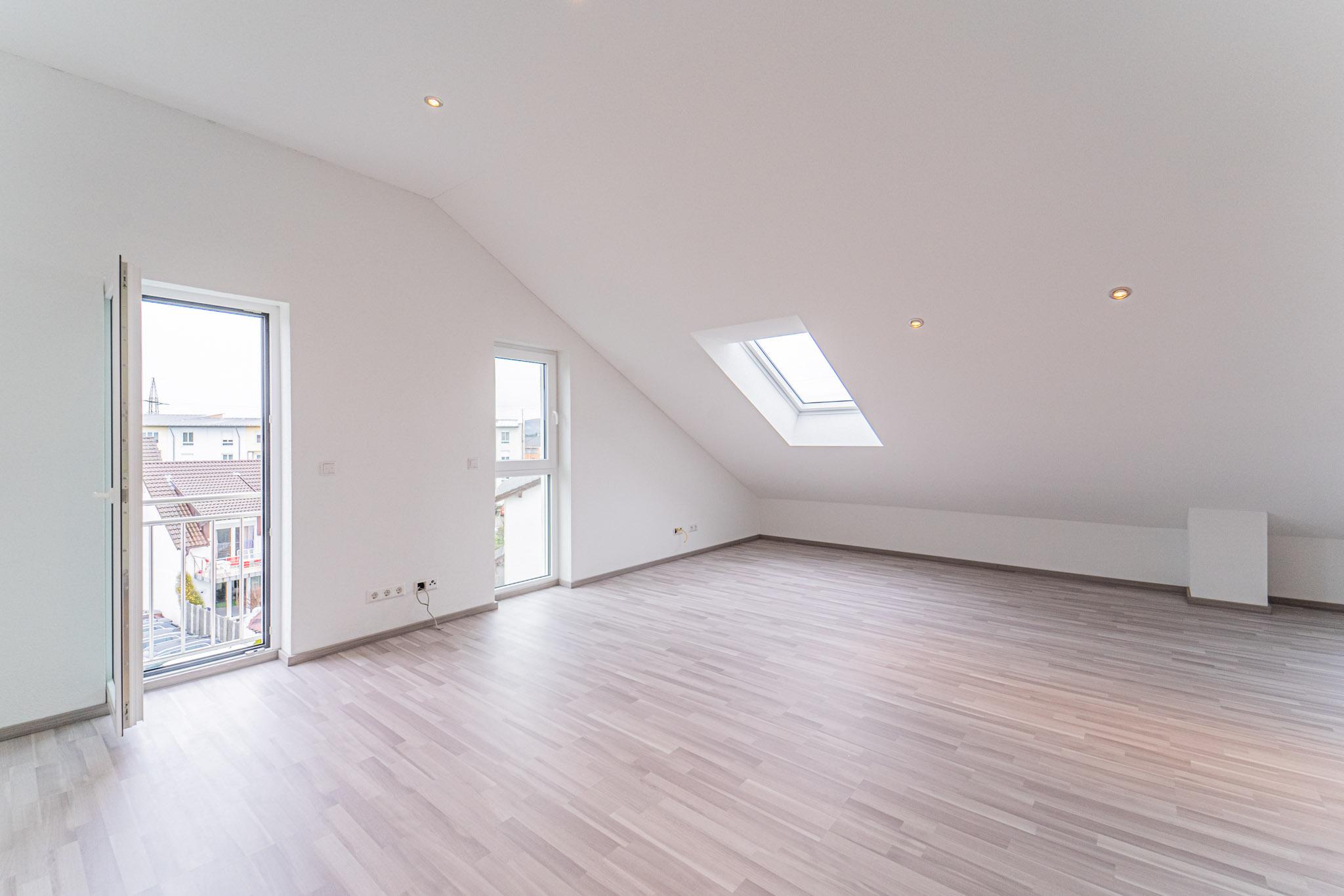 Gewerbe Miete: Repräsentative 2,5 Zi. lichtdurchflutete Dachgeschosswohnung (Büro) Erstbezug Rheinfelden
