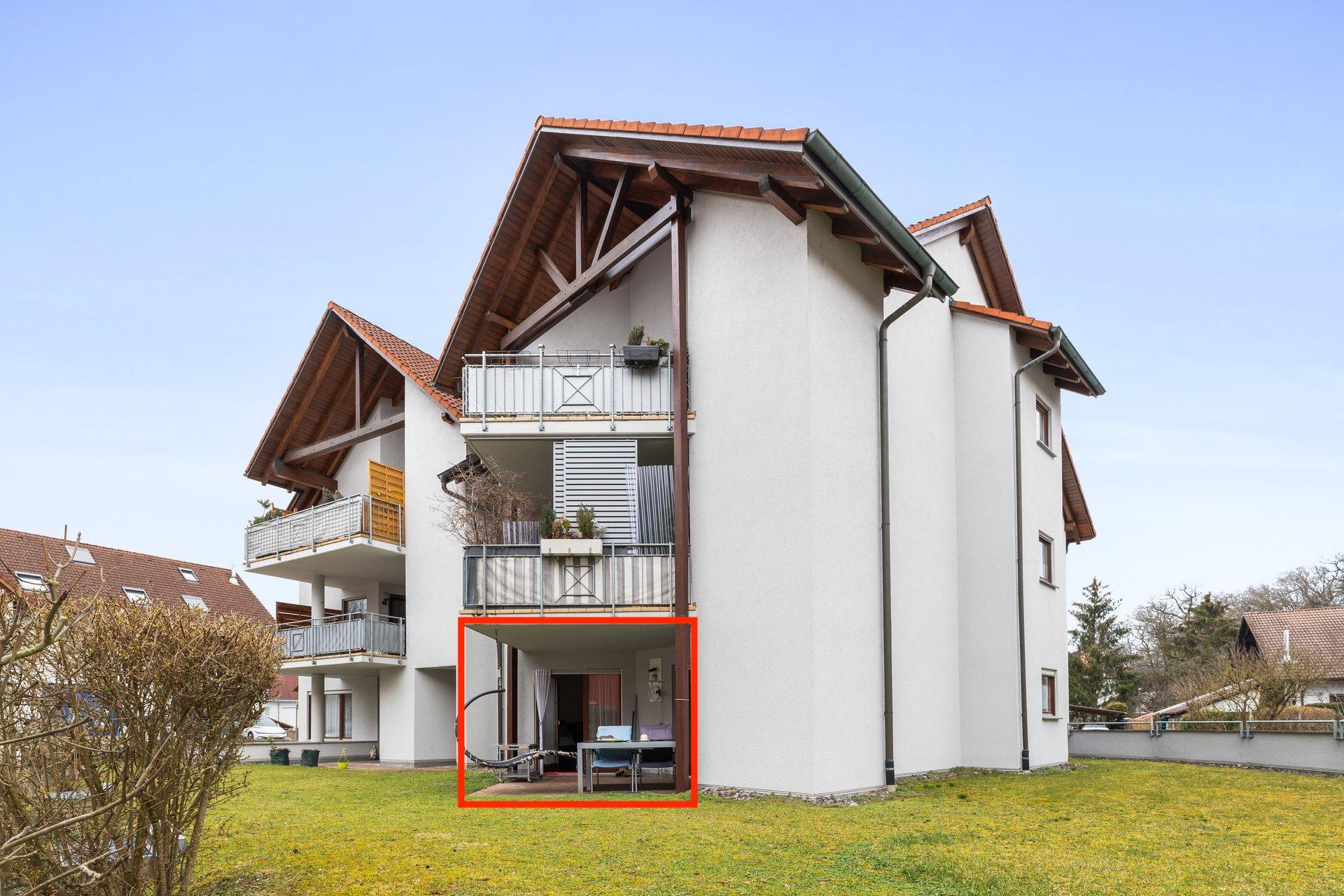 Großzügige zentral gelegene 3,5 Zi. Terrassenwohnung (EG) mit Tiefgaragenplatz in begehrter Grenz- u. Bahnhofsnähe in Lauchringen