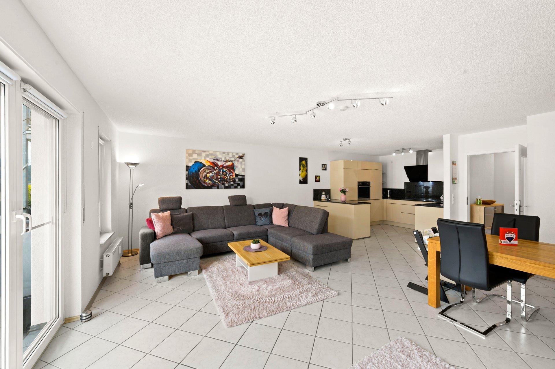 Ideal für Pendler! Moderne 3-Zimmer Eigentumswohnung mit Tiefgarage, Balkon und neuwertiger Einbauküche in Grenznähe Rheinfelden-Warmbach