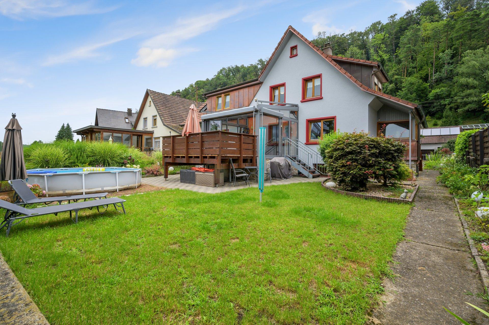 Ihr Traumhaus in Öflingen! Freistehendes Einfamilienhaus mit sep. DG-Wohnung, traumhaftem beheizten Wintergarten, barrierefreiem Bad, Balkon, Garten und Garage