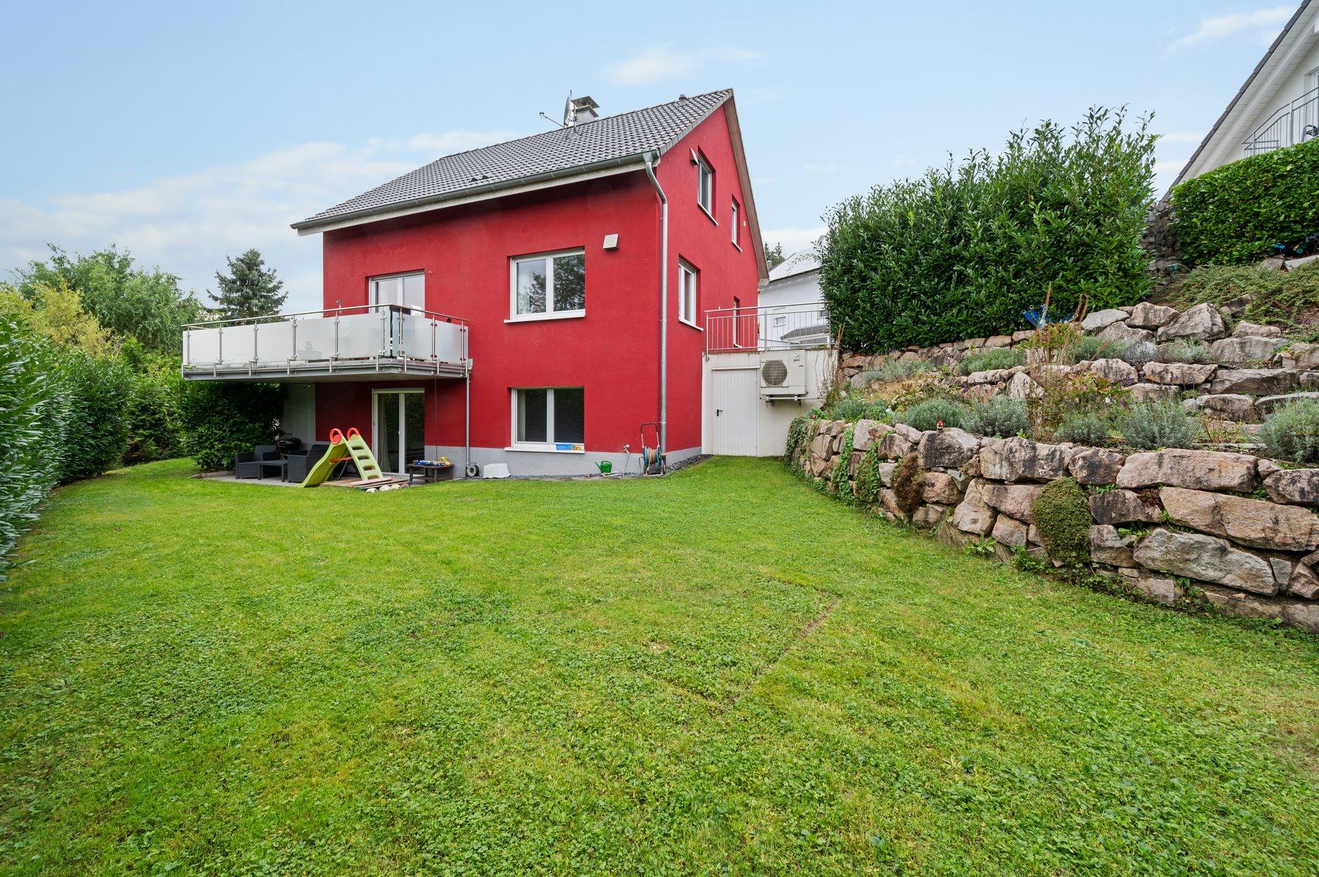 Energieeffizientes neuwertiges freistehendes Einfamilienhaus mit großem Garten in ruhiger naturnaher Lage von Schwörstadt-Niederdossenbach