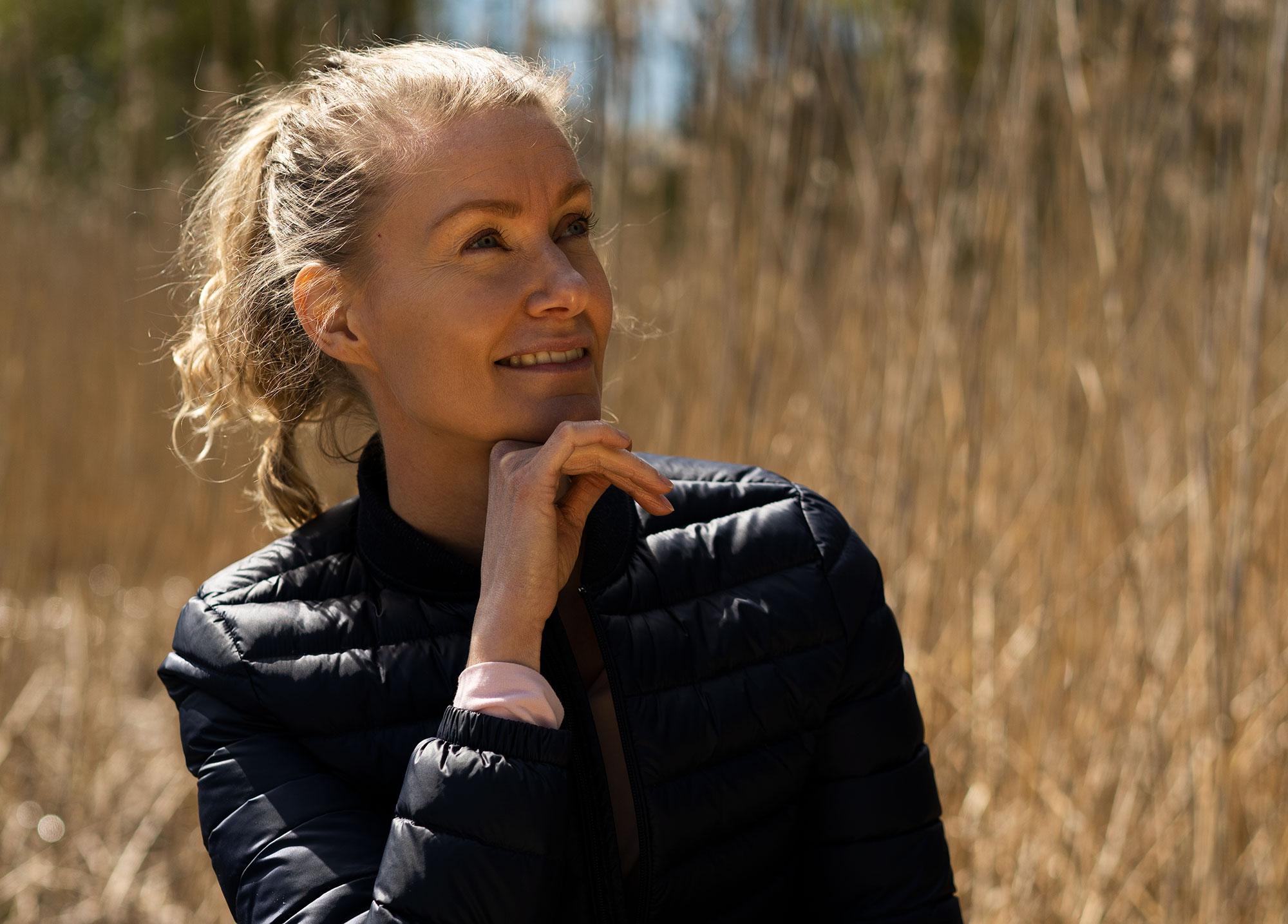 Hymyilevä ohjaaja Johanna Salonen profiili kuva