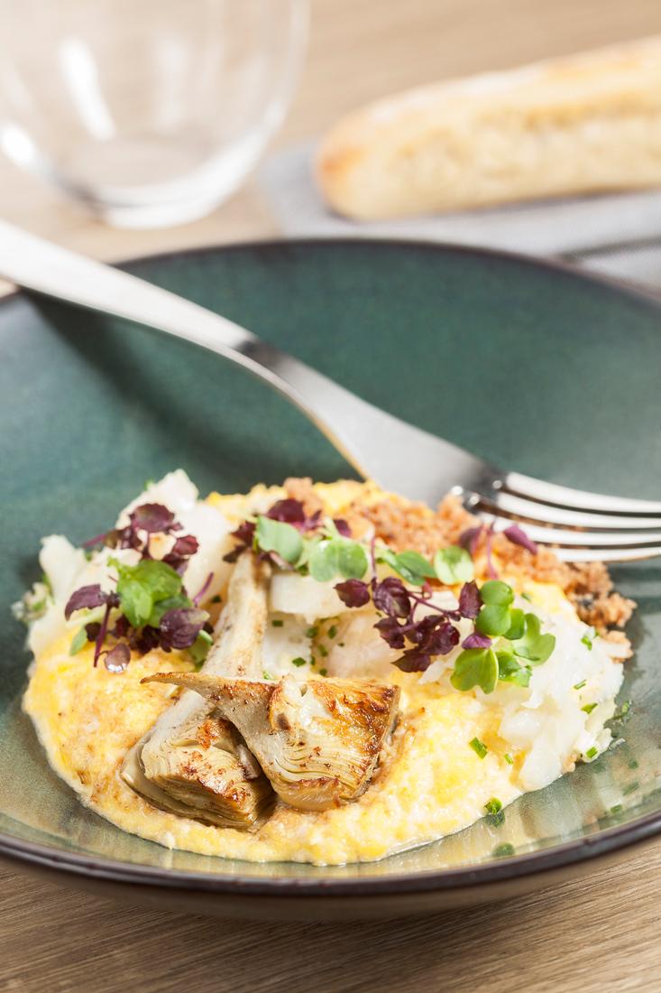 Brouillade d'œufs au citron confit, haddock et artichauts, riz soufflé