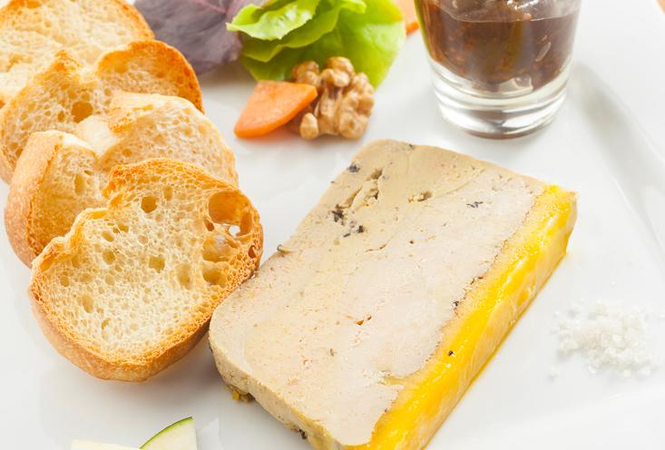 Terrine de foie gras de canard sauce aux figues