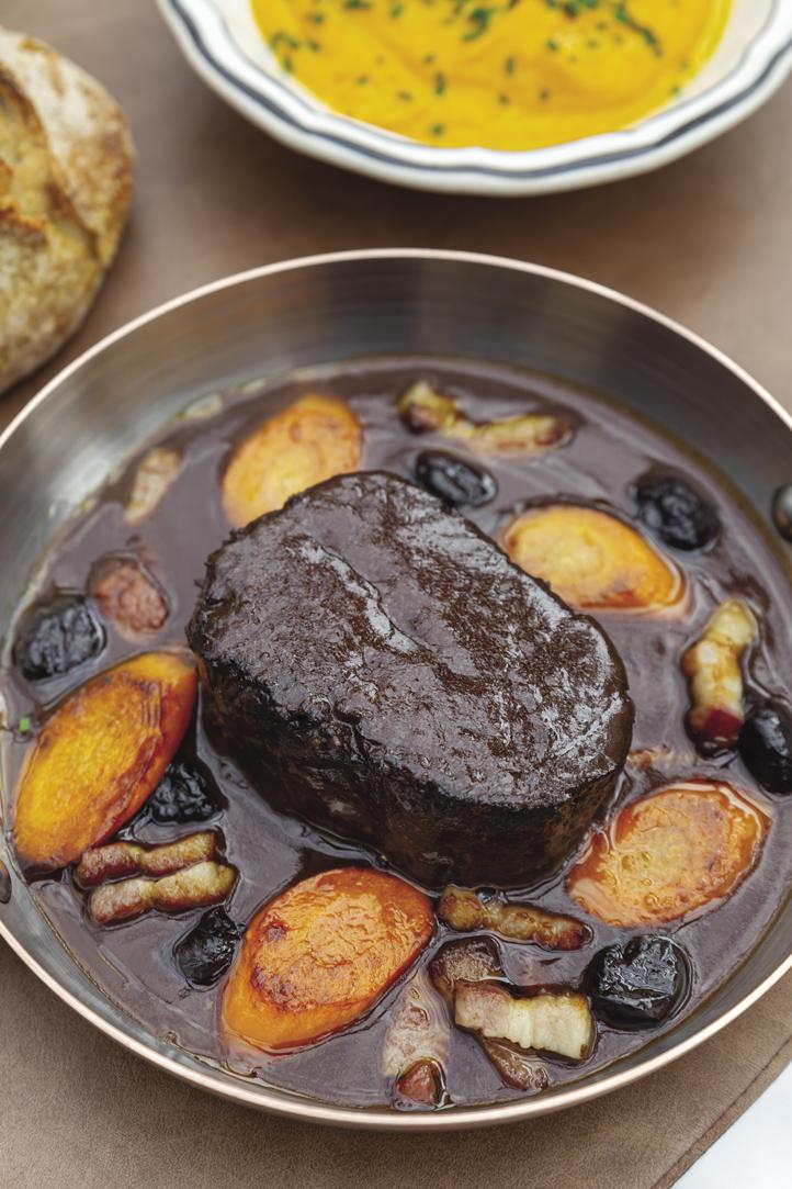 Bœuf, jus de daube aux olives noires