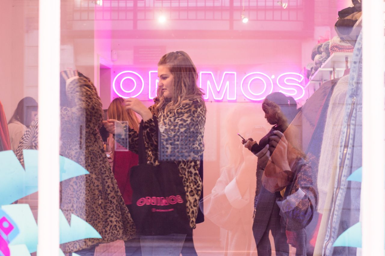 ONIMOS Vintage Clothing with shops in London and Augsburg ♥