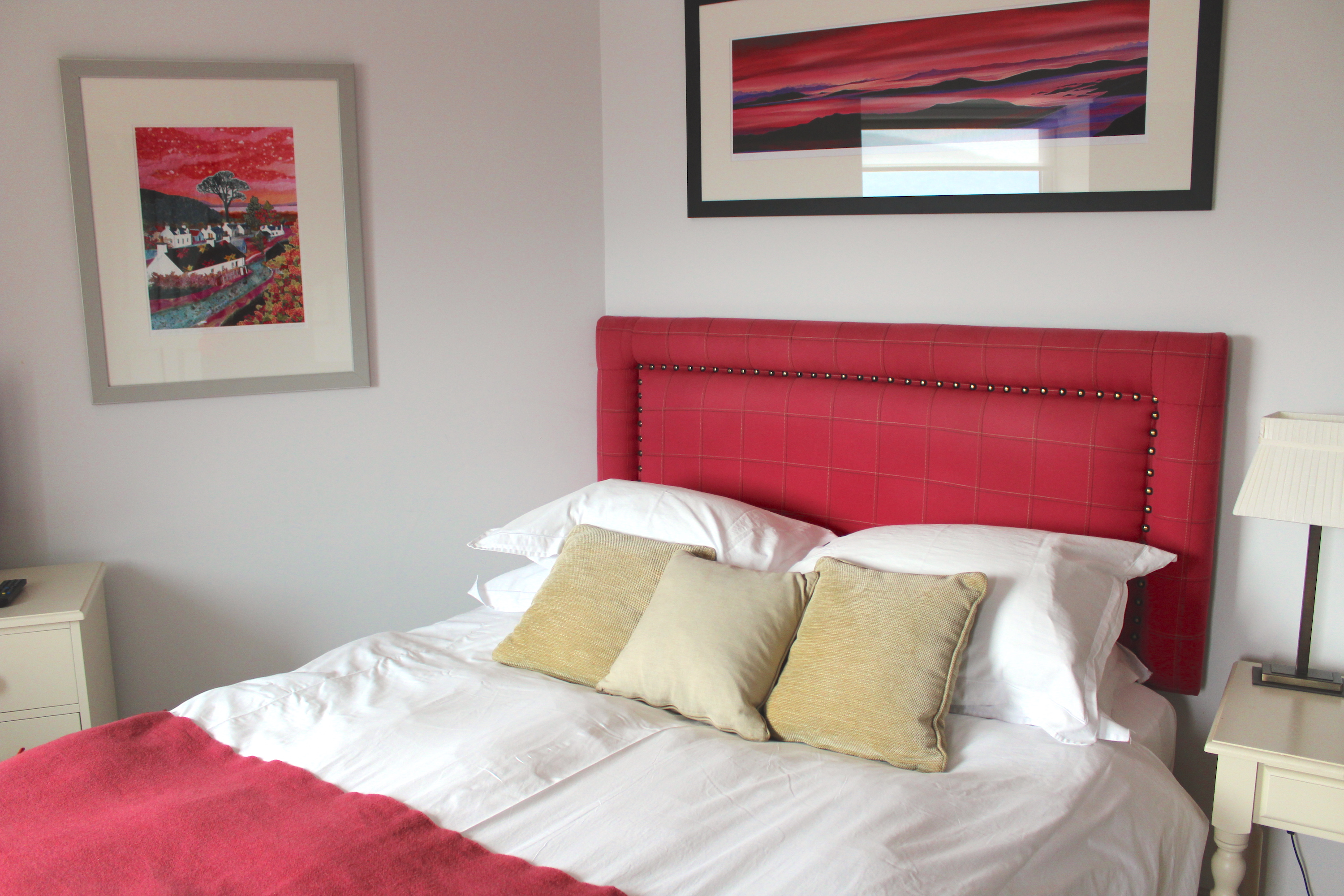 SMALL DOUBLE ROOM WITH EN SUITE SHOWER. THIS ROOM IS SITUATED ON THE GROUND FLOOR.