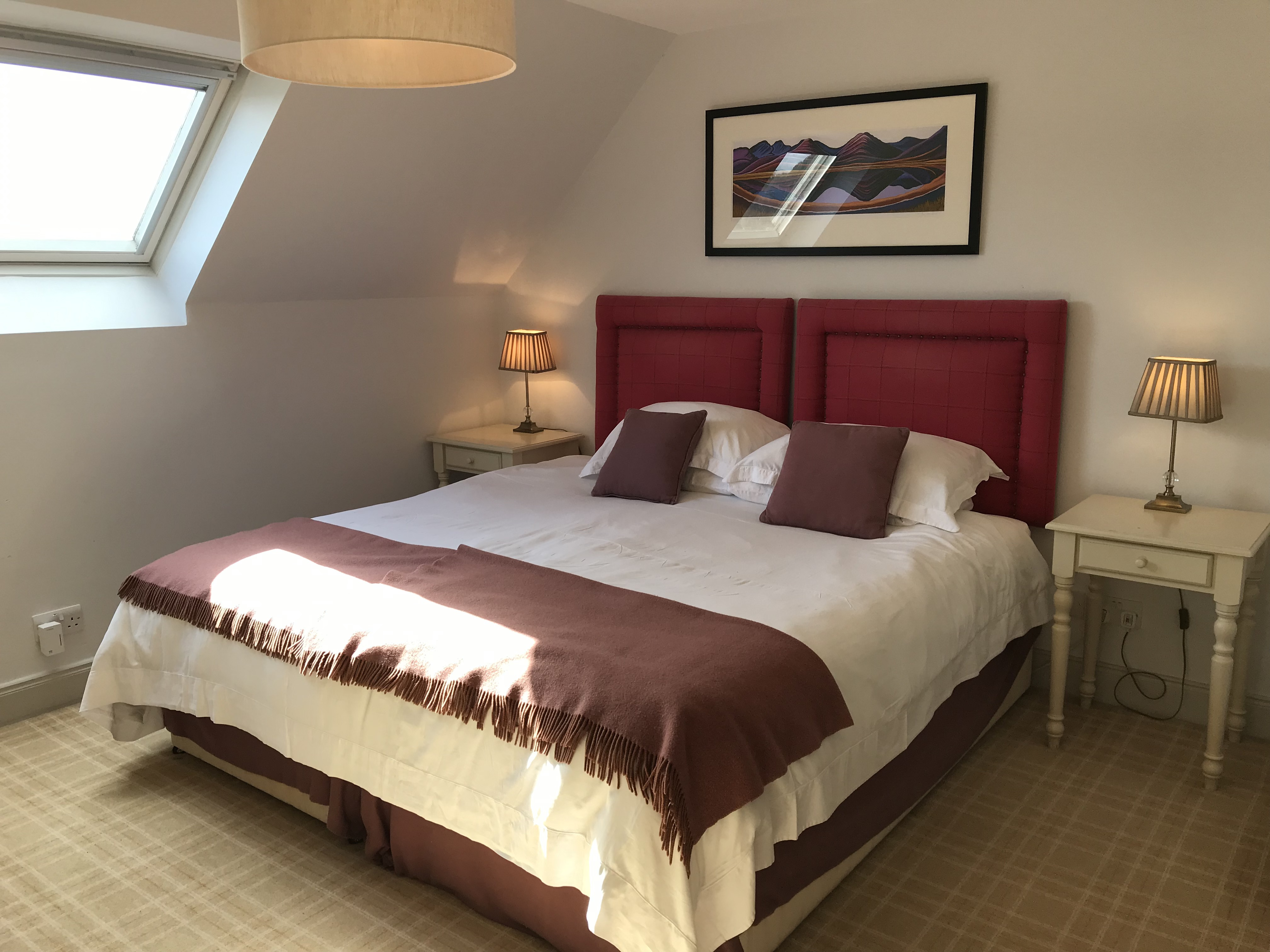 SUPERIOR ROOM WITH A SUPER KING-SIZE BED OR MADE AS A TWIN, WITH AN EN SUITE BATHROOM WITH A SHOWER
