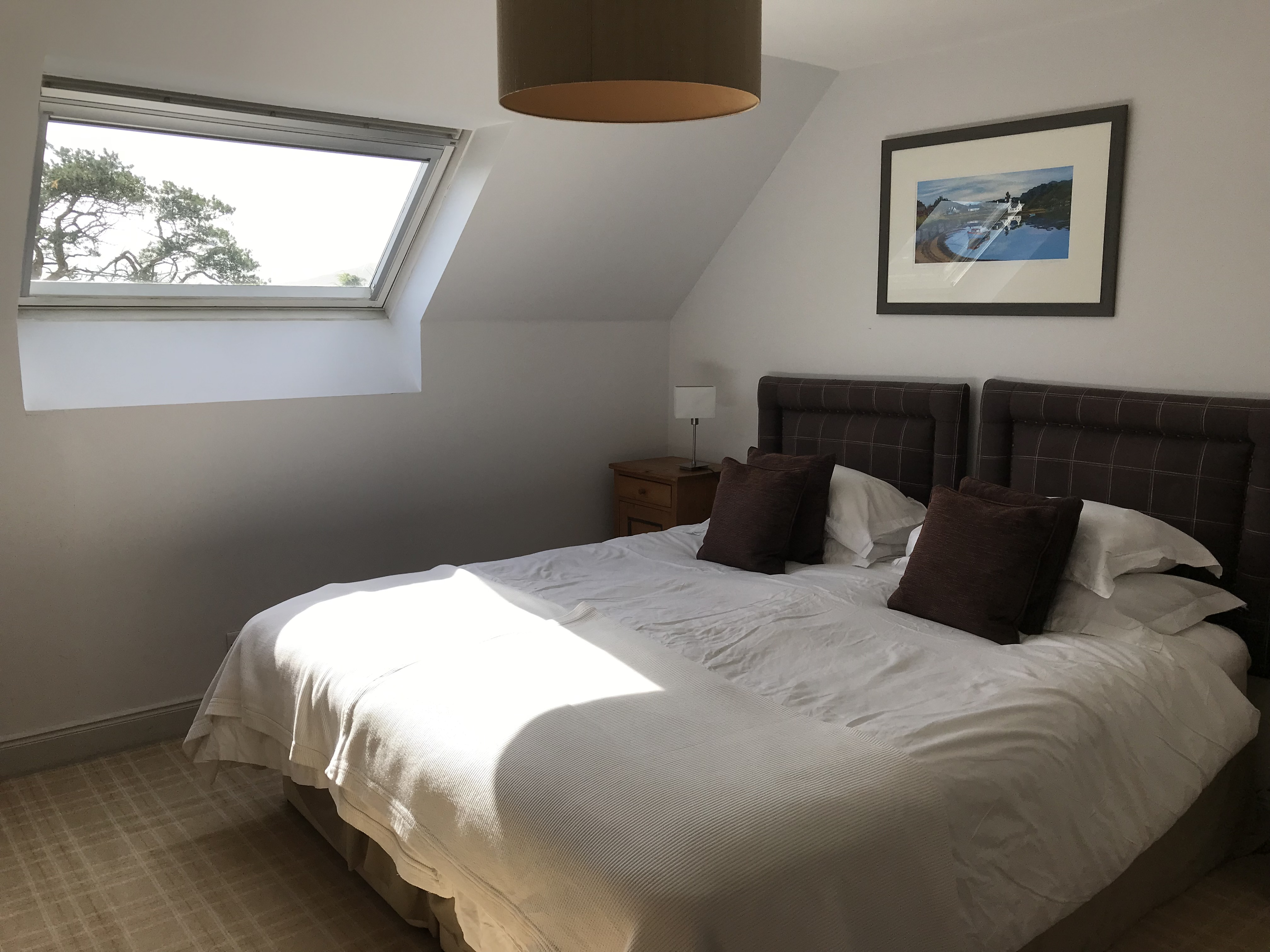 SUPERIOR ROOM WITH A SUPER KING-SIZED BED OR MADE AS A TWIN WITH EN SUITE BATHROOM, WITH SHOWER