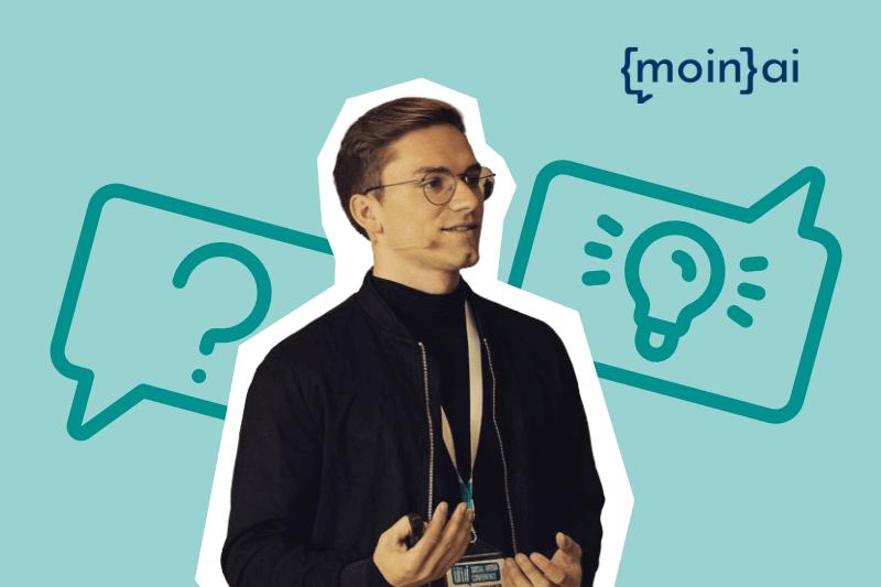 Frederik Schröder, Managing Director moinAI im Kundenservice Webinar zum Thema Chatbots