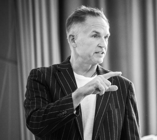 Leo Gärtner Schwarz-Weiss-Bild auf einem Seminar