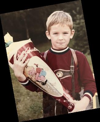 Leo Gärtner als Kind mit Schultüte bei der Einschulung