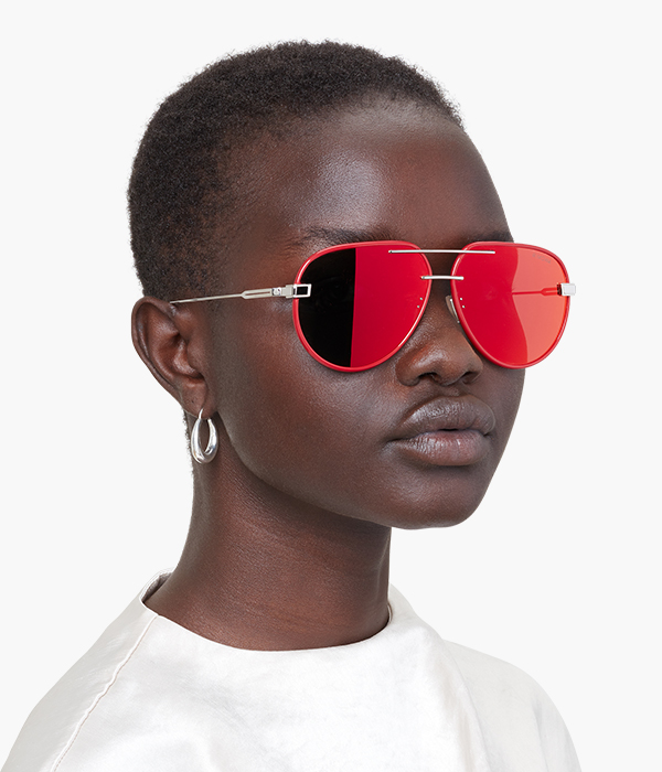 womenswear mode portraitl wearing red sunglasses