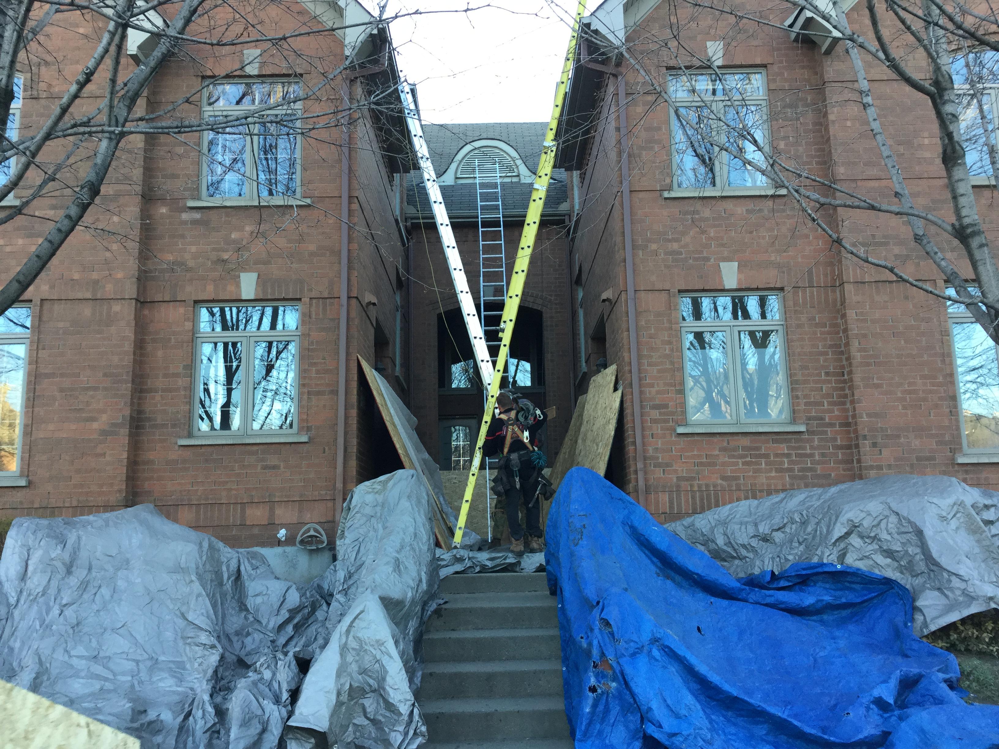 Rénovation d'une toiture sur un bâtiment résidentiel