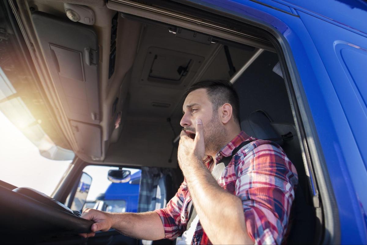 5 hours of sleep: driving man yawning